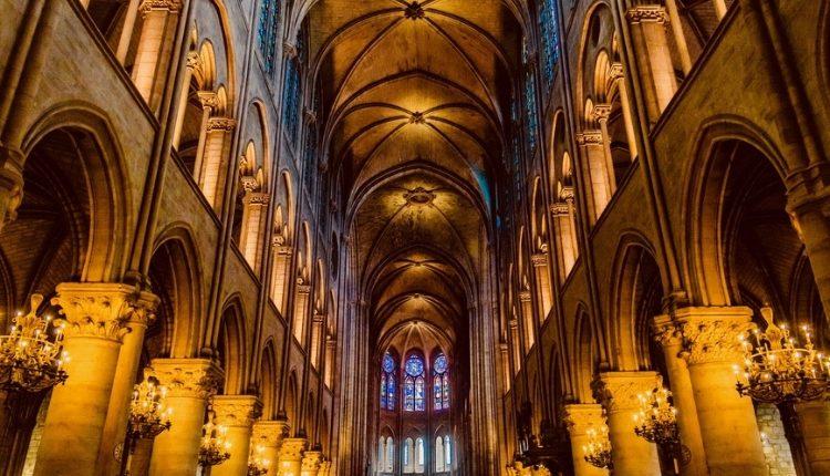 Inferno di fuoco a Notre Dame: cosa rimane della cattedrale simbolo di Francia?